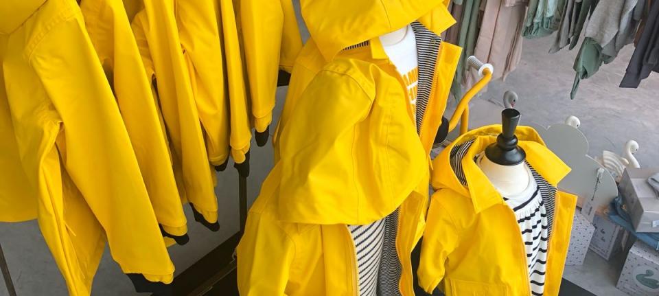 Petit Bateau Yellow Jackets & Blue stripes regenjas geel