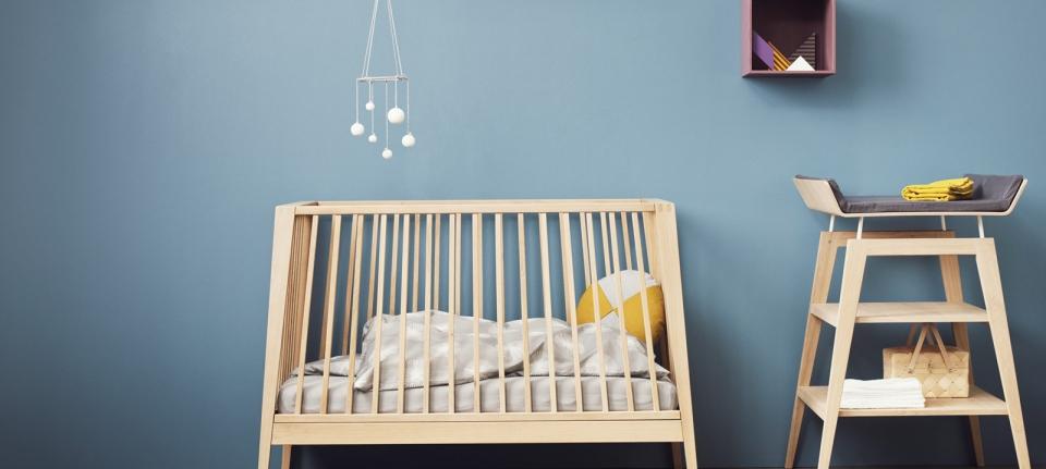 Leander linea bed and dresser
